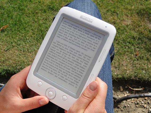 moderní čtení knihy