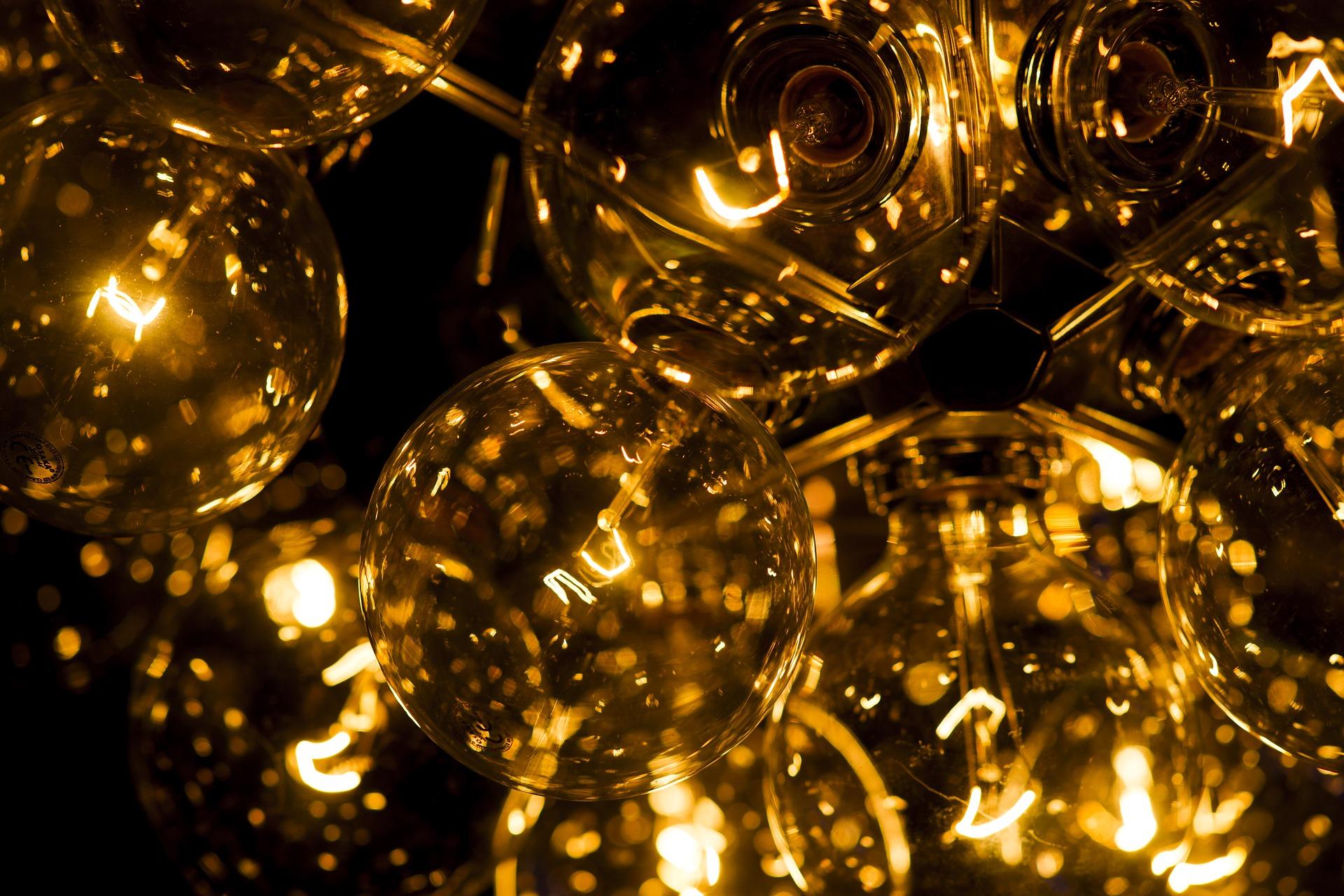 light-3019905_1920